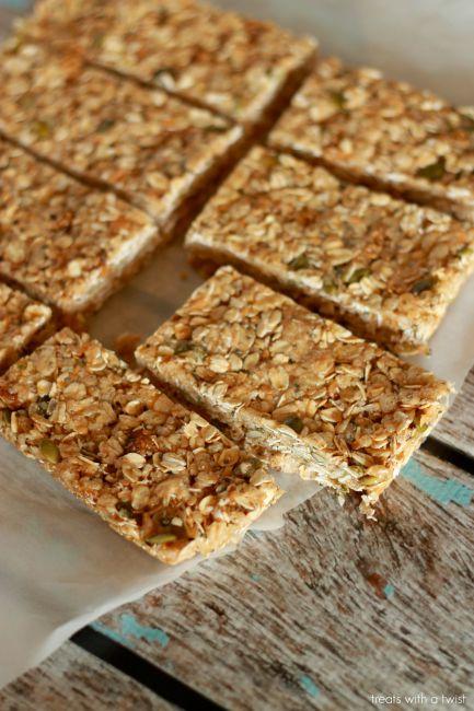 Mulberry Cashew Granola Bars // gluten free, vegan // treatswithatwist.com