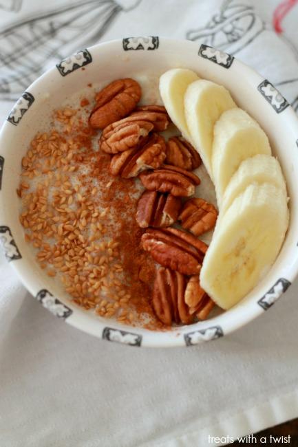 Banana Bread Oatmeal // gluten free// treatswithatwist.com