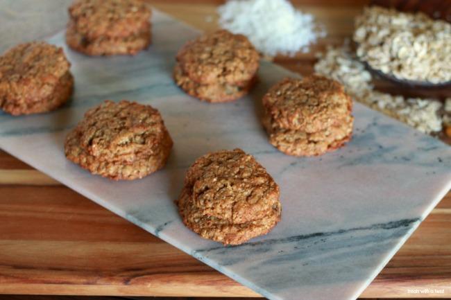 Oatmeal Raisin Cookies // gluten free, flourless, refined sugar free, one bowl // treatswithatwist.com