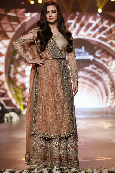 Preview of day 3 at bridal couture week 2016 the gold