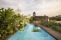 Lush Gardens and Peekaboo Roof Pool define Contemporary ...