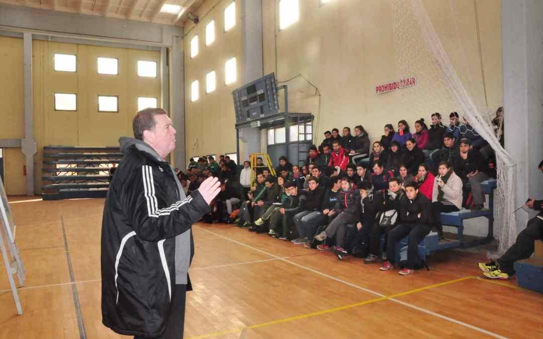 La Dirección de Deportes realizó una clínica de Handball