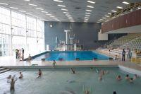 Lighting of indoor swimming pools