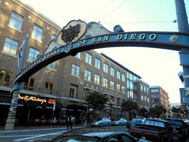 cowboys celebrities presidents slept here san diego historic hotels. Black Bedroom Furniture Sets. Home Design Ideas
