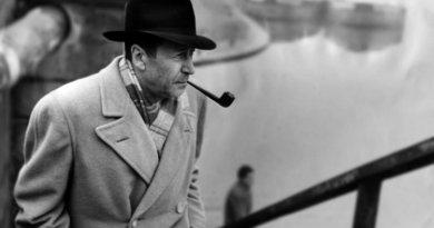 Georges Simenon visite le Naviglio, rivière de Milan, Decembre 1957.