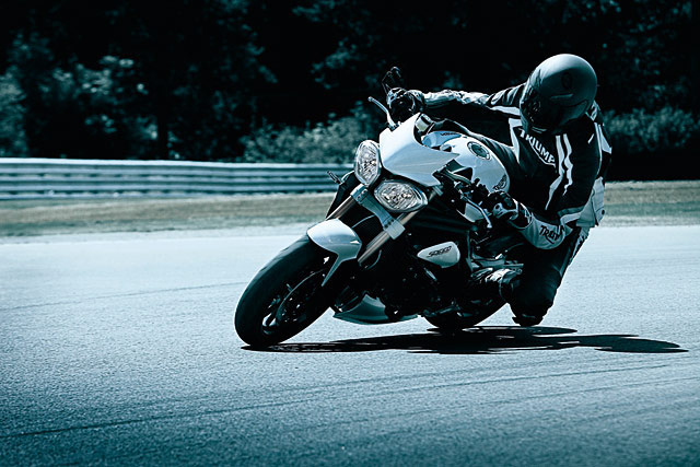 speed-triple-2001-pista