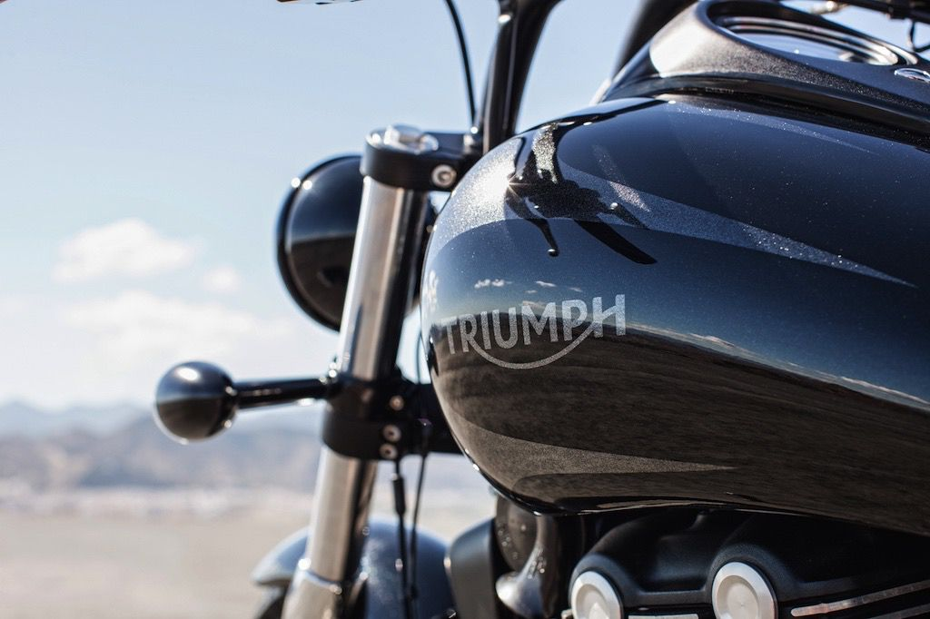 2015_triumph_thunderbird_nightstorm_SE_13