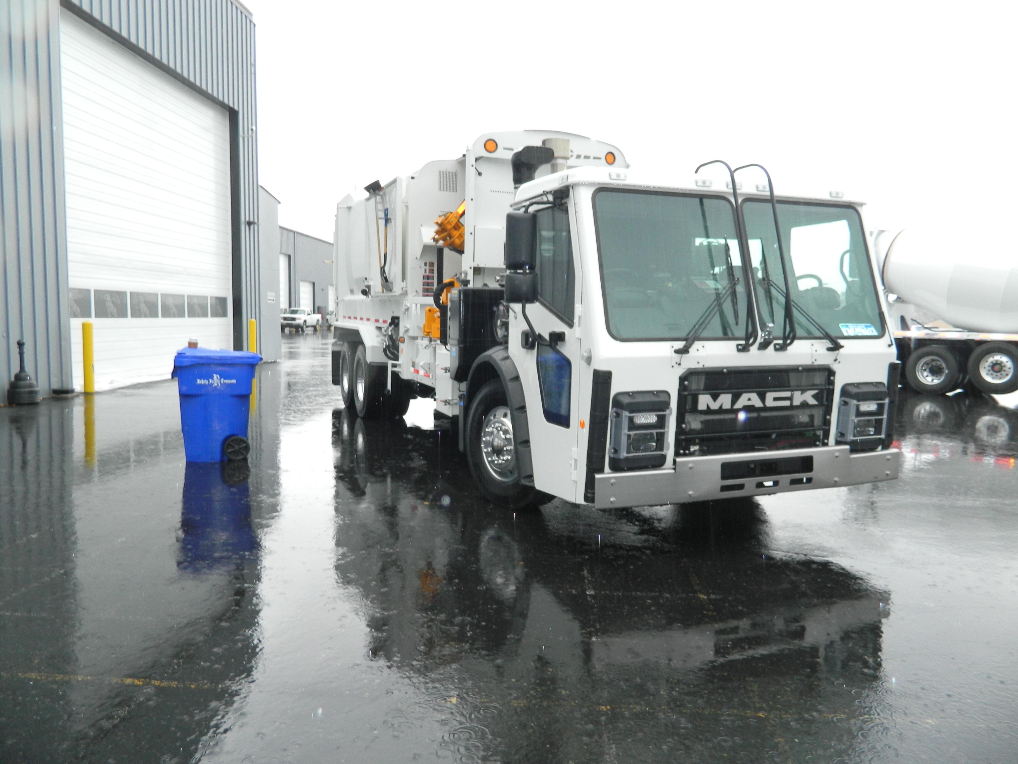 Driving The New Mack Lr Refuse Truck Truck News