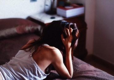 dark-hair-girl-sad