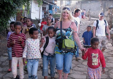 single-mum-shares-7-5m-lottery-winnings-with-ethiopian-orphans