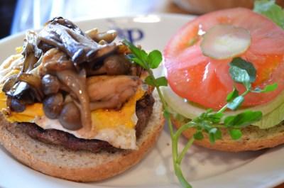 麻布十番 Homework's で 炭火焼きの季節限定ハンバーガー、ディープフォレストバーガーを食す!!でかい!美味い!!