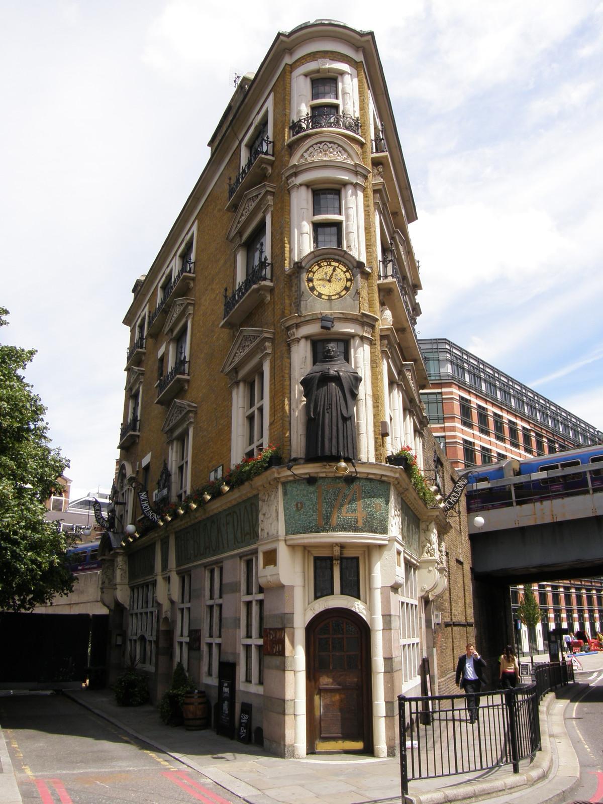 London Iphone X Wallpaper The Black Friar Pub Opposite Blackfriars Station A