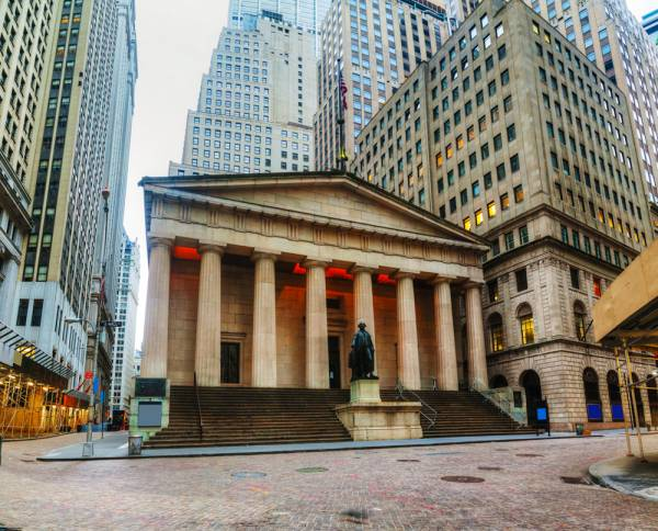 Tuck School of Business Giving Students an Edge on Wall Street