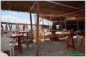 otwarta kafeja na parkingu przy Balos