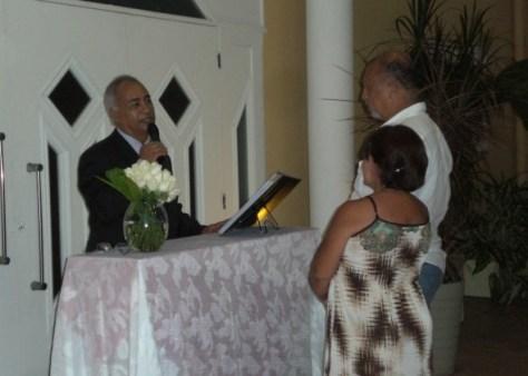 Túlio fazendo a celebração do casal Carlos e Liane na Casa de festas Loft Kingdon