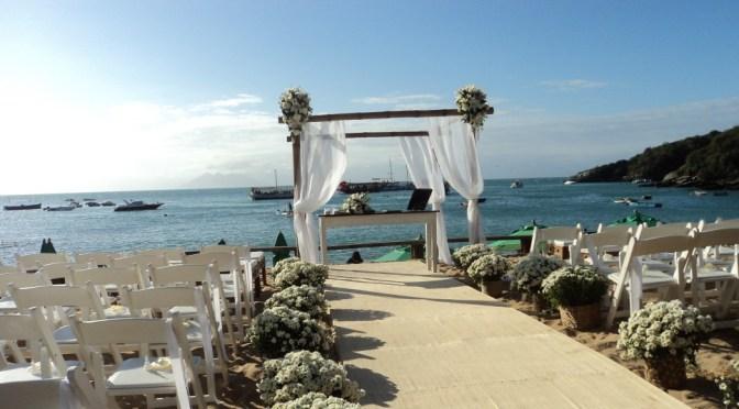 Cerimônia de casamento bilíngue na Praia João Fernandes em Búzios – RJ