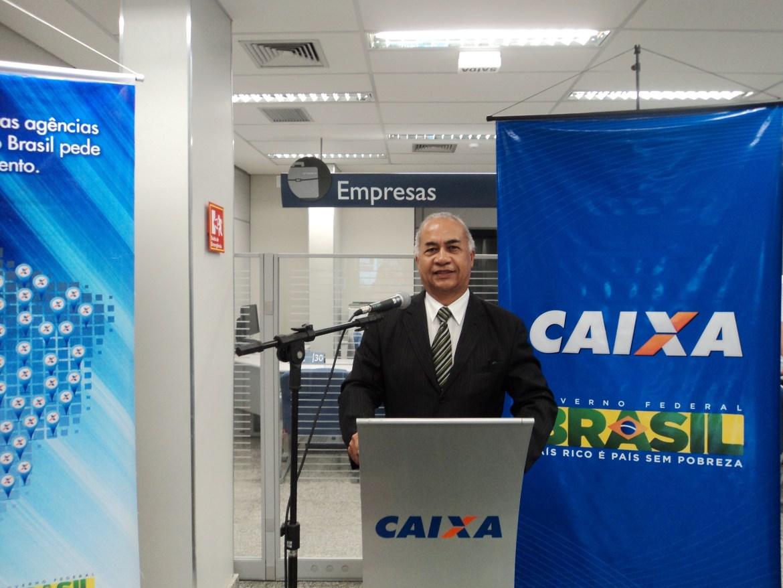 foto 2 de Túlio na apresentação do evento da Caixa