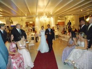 Celebrando casamentos com amor.