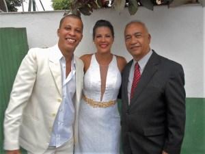 Na foto o noivo Tiago, a noiva Viviane e Túlio de Pinho, logo a pós a cerimônia.
