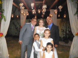 foto-excelente-eu-com-noivos-e-criancas-3-12-16