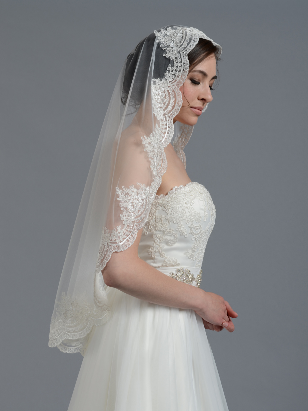 Mantilla bridal wedding veil elbowfingertip V wedding veils