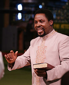 UNBELIEVABLE ! Prophet TB Joshua Raises Dead Man From The DEAD