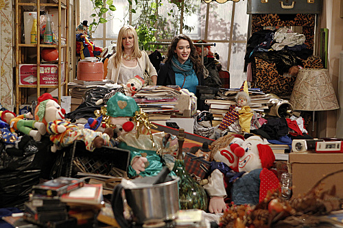 2 Broke Girls (CBS) And Hoarder Culture