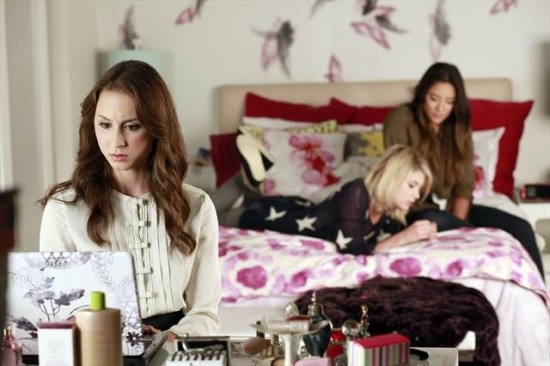Pretty Little Liars Season 3 Episode 16 Misery Loves Company (1)