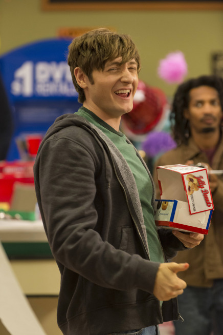 Raising Hope Season 3 Episode 13 What Happens at Howdy's Doesn't Stay at Howdy's (6)