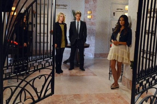 Pretty Little Liars Season 3 Episode 18 Dead to Me (9)