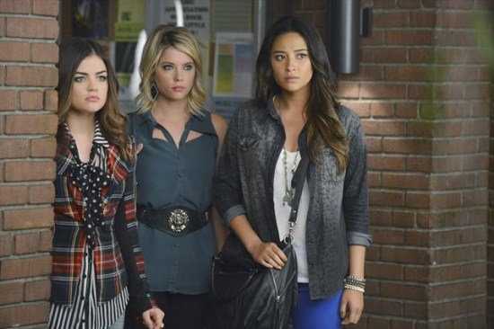 Pretty Little Liars Season 3 Episode 19 What Becomes of the Broken-Hearted (11)
