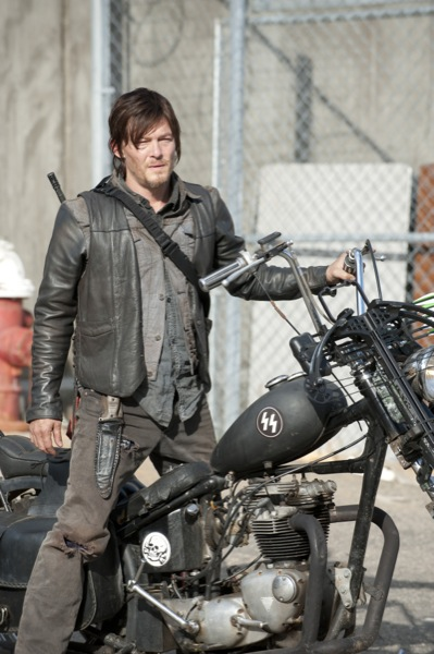 The Walking Dead Season Finale 2013 Welcome to the Tombs11