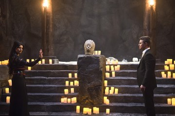 """Arrow -- """"Genesis"""" -- Image AR420b_0040b.jpg -- Pictured (L-R): Gabriella Wright as Esrin Fortuna and Stephen Amell as Oliver Queen -- Photo: Diyah Pera/The CW -- © 2016 The CW Network, LLC. All Rights Reserved."""