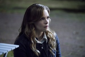"The Flash -- ""Shade"" -- Image FLA306a_0102b.jpg -- Pictured:  Danielle Panabaker as Caitlin Snow -- Photo: Katie Yu/The CW -- © 2016 The CW Network, LLC. All rights reserved."