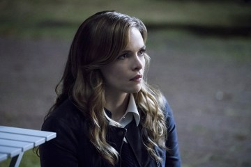 """The Flash -- """"Shade"""" -- Image FLA306a_0102b.jpg -- Pictured:  Danielle Panabaker as Caitlin Snow -- Photo: Katie Yu/The CW -- © 2016 The CW Network, LLC. All rights reserved."""