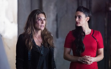 "The 100 -- ""Join Or Die"" -- Image HU313b_0369 -- Pictured (L-R): Paige Turco as Abby and Erica Cerra as Alie -- Credit: Dean Buscher/The CW -- © 2016 The CW Network, LLC. All Rights Reserved"