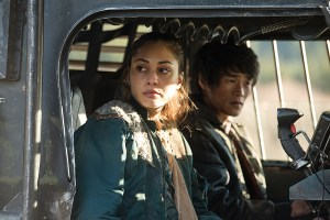 "The 100 -- ""Demons"" -- Image HU312B_0161 -- Pictured (L-R): Lindsey Morgan as Raven and Chris Larkin as Monty -- Credit: Diyah Pera/The CW -- © 2016 The CW Network, LLC. All Rights Reserved"