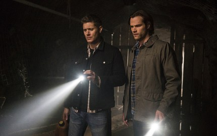 """Supernatural -- """"The Chitters"""" -- Image SN1119a_0164.jpg -- Pictured (L-R): Jensen Ackles as Dean and Jared Padalecki as Sam-- Photo: Katie Yu /The CW -- © 2016 The CW Network, LLC. All Rights Reserved"""