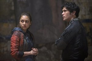 The 100 Season 2 Episode 9 Remember Me 16