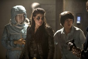The 100 Blood Must Have Blood Part Two Season 2 Episode 16 02