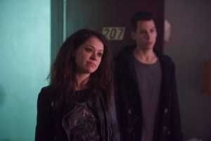 Sarah (TATIANA MASLANY) and Felix (JORDAN GAVARIS)