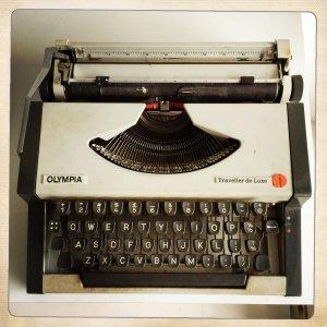 typewriter-poetry-olympia-traveller-de-luxe-a-to-z-haikus-mel-melanie-lee-close-up-keys-white-black