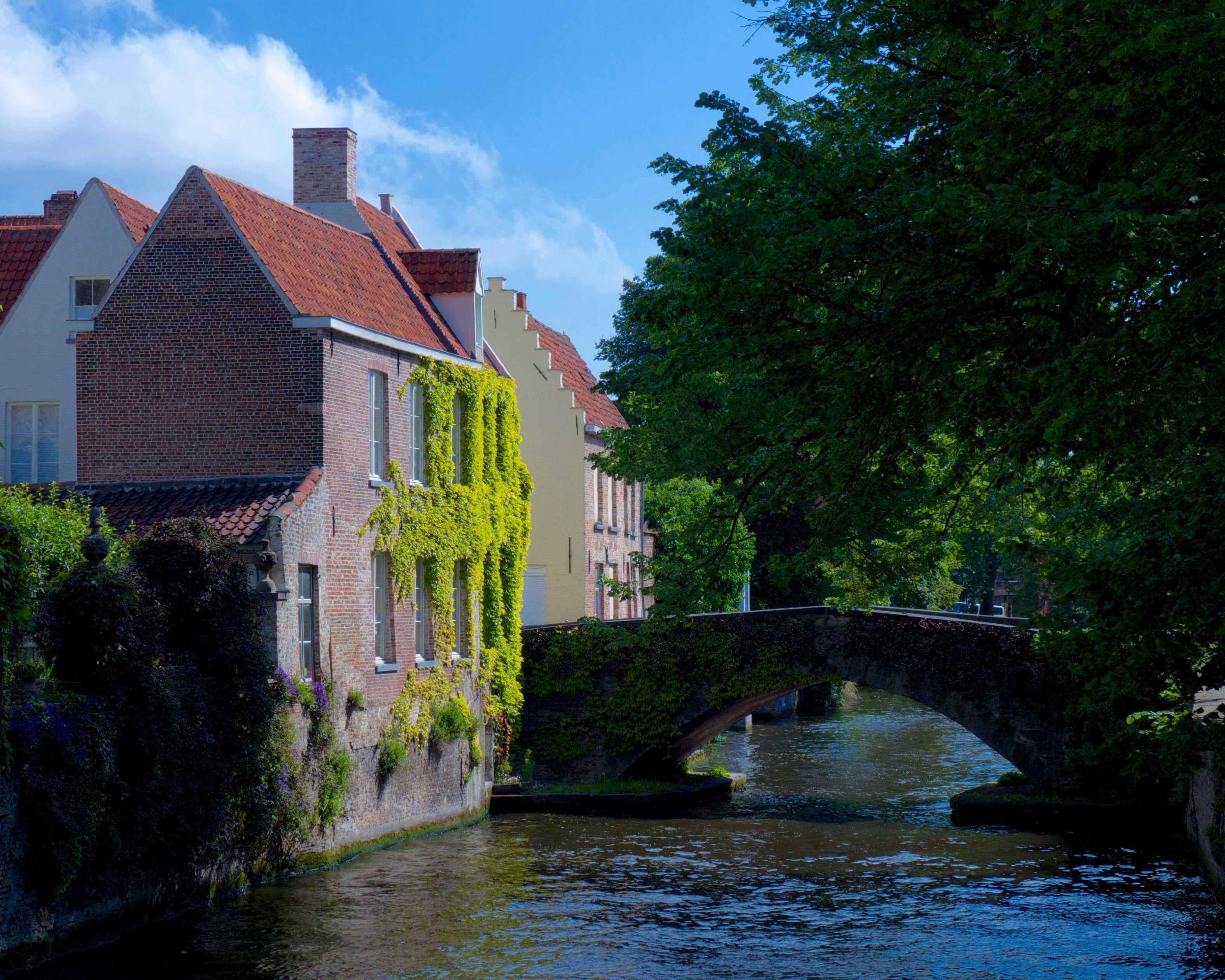 Bruges Canal & Bridge_lr