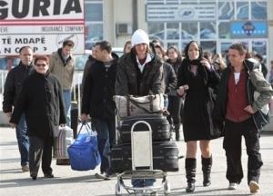 <!--:en-->70,000 Albanian immigrants return to Albania as Greek crisis deepens <!--:-->
