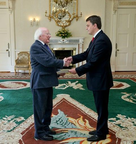 Ambasadori Greiçevci dorëzon kredencialet në Irlandë
