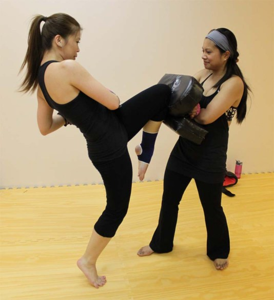 UKB_Ultimate_Kickboxing_knee_to_pads