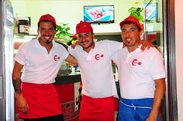 Enrico, Vincenzo e Angelo, proprietari della pizzeria Vai mo'