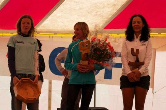 Podium féminin, Josiane Piccolet, vainqueur devant Géraldine Lachapelle (la Réunion) et Séverine Vandermulen (Belgique).