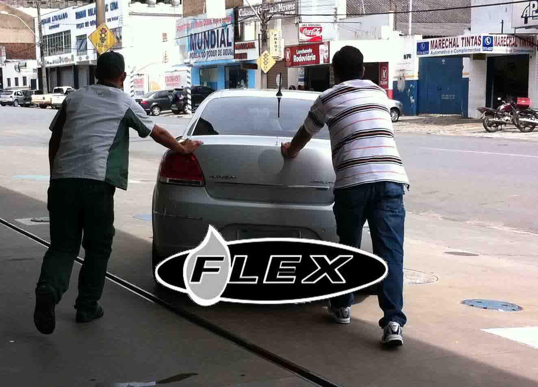 Empurrando carro flex
