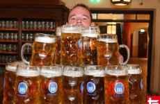 carregamento de canecas de cerveja